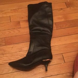 Mini heeled black boots